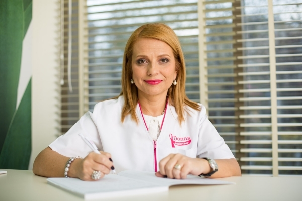 Dr Elena Claudia Teodorescu la ecografie Donna Medical Center