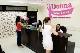 Receptie Donna Medical Center cu pacienti